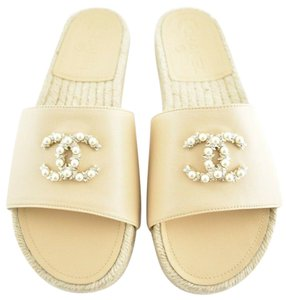 a580983d8b11 Chanel Slides - Up to 70% off at Tradesy (Page 10)