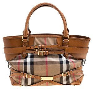 03287475cd5 Burberry Bags and Purses on Sale - Up to 70% off at Tradesy