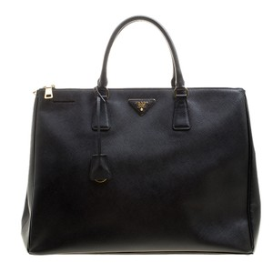 Prada Bags on Sale - Up to 70% off at Tradesy ac1c27fd24