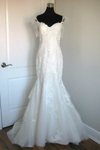Sottero and Midgley Ivory Lace Elizabeth Feminine Wedding Dress Size 6 (S)