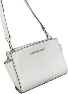 282461b9eb09c7 Michael Kors Mini Bags - Up to 70% off at Tradesy (Page 4)