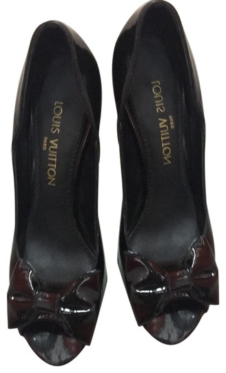 Preload https://item3.tradesy.com/images/louis-vuitton-black-patent-leather-classic-bow-pumps-size-eu-385-approx-us-85-regular-m-b-24870812-0-3.jpg?width=440&height=440