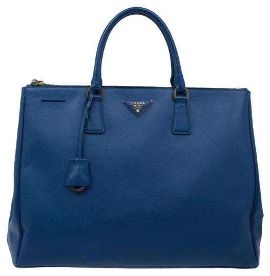 Preload https://img-static.tradesy.com/item/24873381/prada-double-lux-large-double-zip-blue-saffiano-leather-tote-0-1-540-540.jpg
