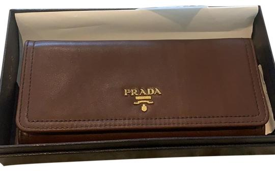 Preload https://img-static.tradesy.com/item/24875633/prada-brown-exf-fdg2d-001-wallet-0-1-540-540.jpg