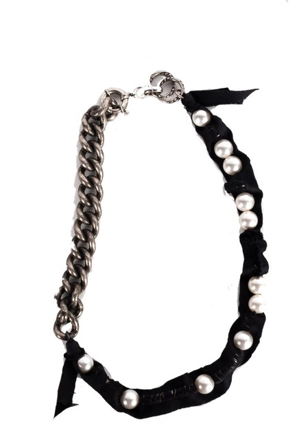 Item - Black Faux Pearl and Ribbon Necklace