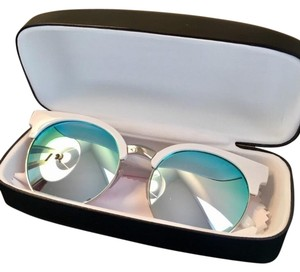 a8a3f5f3569 Quay NWOT Quay   LIMITED EDITION  Highly Strung Sunnies