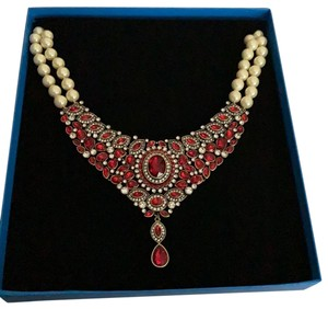 Heidi Daus worth waiting for red pearl necklace