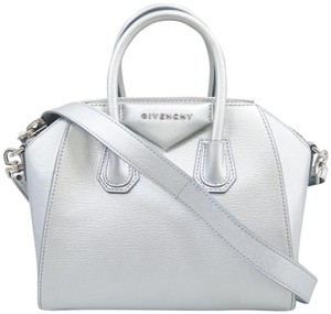 5d2c10727e61 Givenchy Bags on Sale - Up to 70% off at Tradesy