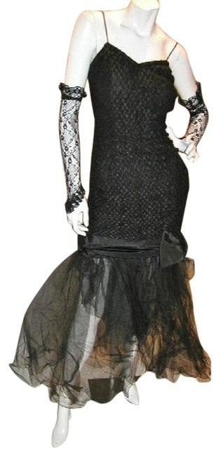 Item - Black W Stretchy Clingy T-strap W/Tulle Bottom & Lace Gauntlets Long Night Out Dress Size 12 (L)