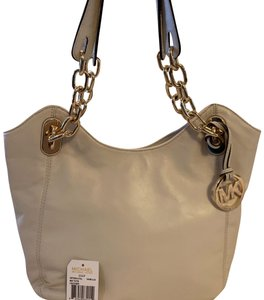 dc3129808f88 Michael Kors Lilly Bags - Up to 70% off at Tradesy