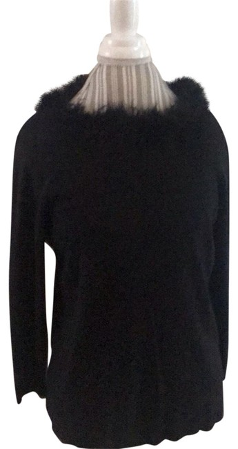 Item - With Detachable Feather Collar Black Sweater