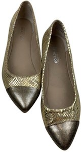 Kenneth Cole Reaction gold Flats