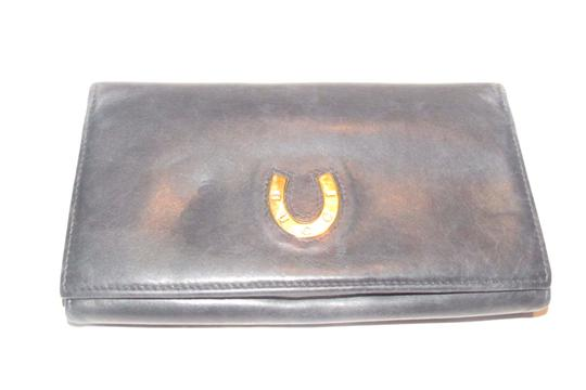 Preload https://img-static.tradesy.com/item/24888278/gucci-navy-blue-leather-with-gucci-logo-gold-horseshoe-vintage-continental-accent-wallet-0-0-540-540.jpg