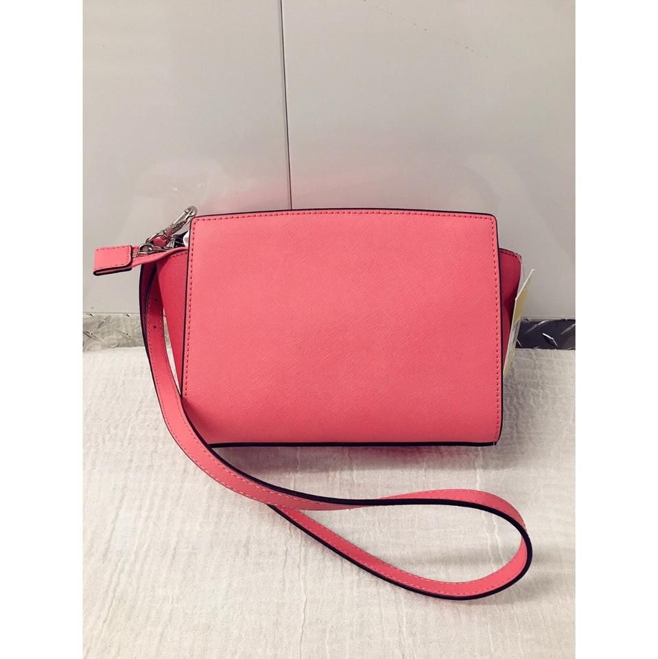 8597e3722fb2 Michael Kors Carryall Selma Pocket Medium Coral/ Watermelon/ White ...