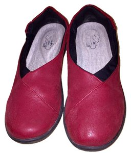 Clarks cranberry red Flats