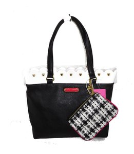 Betsey Johnson Black/ Pouch Tote in black/ white