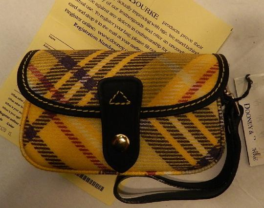 Dooney & Bourke New With Tags Plaid Dooneybourke Wristlet in Yellow/Black/Multicolor Image 11