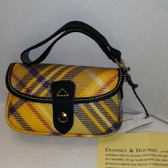 Dooney & Bourke New With Tags Plaid Dooneybourke Wristlet in Yellow/Black/Multicolor Image 4