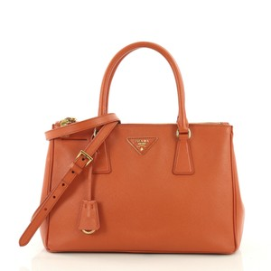 ceca0a175d21 Orange Prada Bags - Up to 90% off at Tradesy