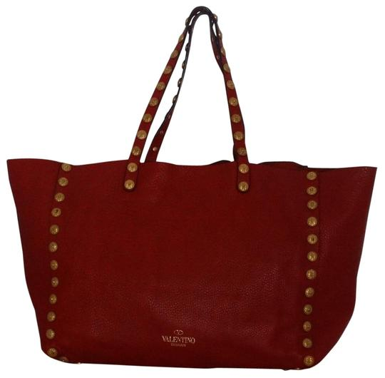 Preload https://img-static.tradesy.com/item/24897624/valentino-gryphon-large-studded-red-pebbled-leather-tote-0-4-540-540.jpg
