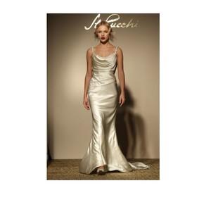 St. Pucchi Ivory Z343 Destination Wedding Dress Size 8 (M)