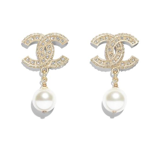 Preload https://img-static.tradesy.com/item/24902159/chanel-gold-cc-classic-pearl-earrings-0-0-540-540.jpg