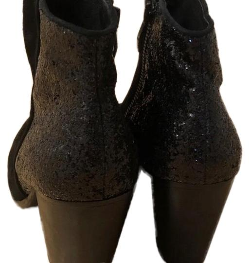 Preload https://img-static.tradesy.com/item/24903254/vince-camuto-black-bootsbooties-size-us-10-regular-m-b-0-2-540-540.jpg