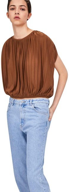 Item - Model Height Pleated Cropped Tee Shirt Size 4 (S)
