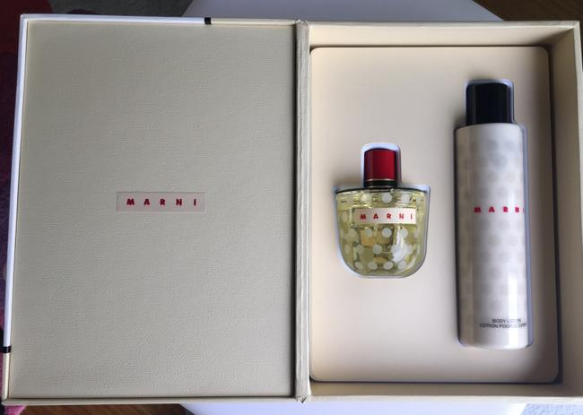 Item - Box Set ( Perfume and Body Lotion) Other