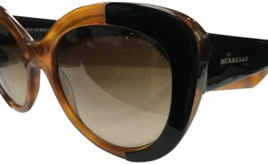 8959e575c8 Burberry Sunglasses - Up to 70% off at Tradesy (Page 4)