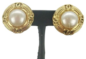 Chanel Chanel Gold-Tone Pearl Clip On Round Earrings