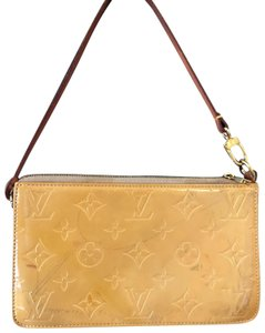 88edf9245758 Louis Vuitton Monogram Vernis Bags - Up to 70% off at Tradesy