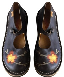 Camper Brown with embroidery Flats