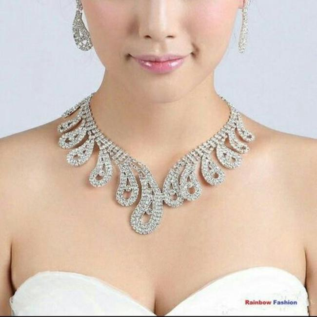 Item - Silver Crystal Rhinestone Engagement Plated Necklace
