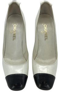 Chanel Color-blocking White And Black Pumps