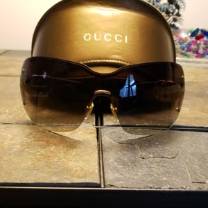 Gucci Gucci sunglasses tortishell frames with gold GG on the earpiece temples and dark brown Ombre polarized lenses. Comes with case. Minor scratches not noticable from minimal use.