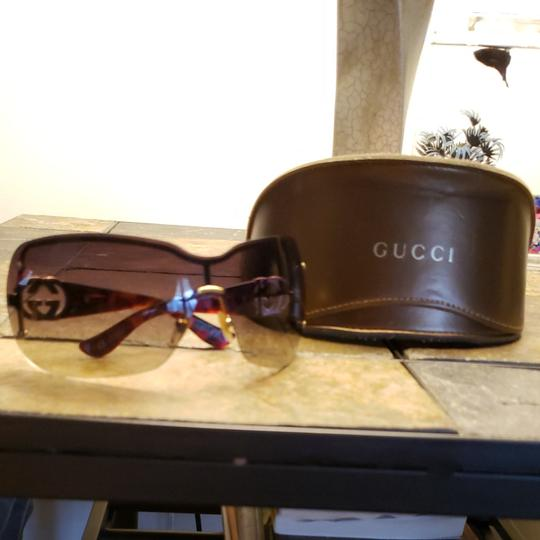 Gucci Gucci sunglasses tortishell frames with gold GG on the earpiece temples and dark brown Ombre polarized lenses. Comes with case. Minor scratches not noticable from minimal use. Image 6