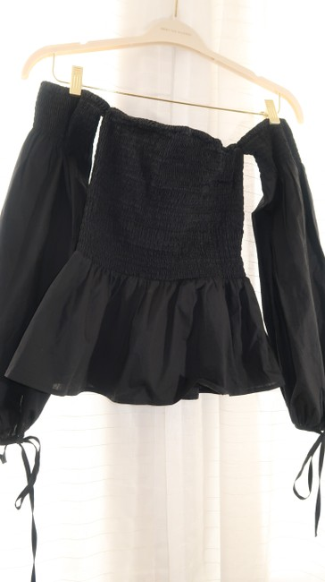 VETIVER Off-shoulder Crop Smocked Peplum Top black Image 4