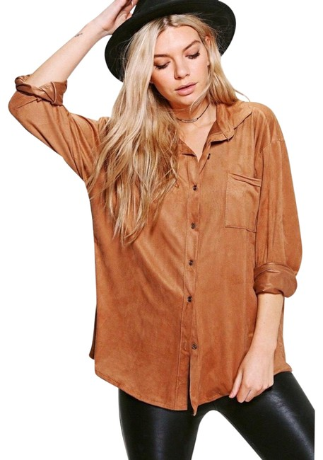 Preload https://img-static.tradesy.com/item/24919971/suede-button-down-top-size-12-l-0-1-650-650.jpg