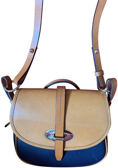 Preload https://img-static.tradesy.com/item/24924875/dooney-and-bourke-jean-perfect-tan-and-blue-leather-shoulder-bag-0-1-540-540.jpg