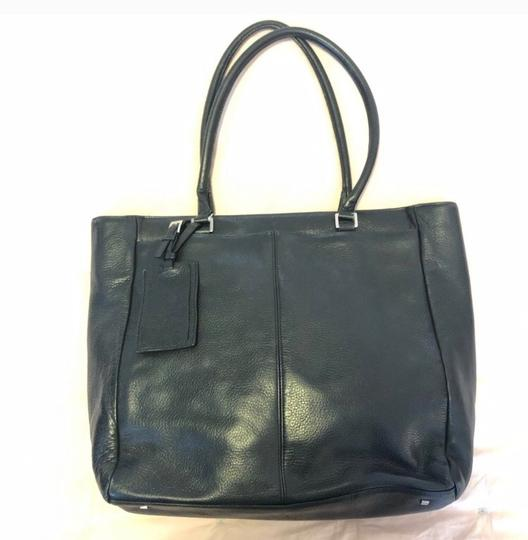 Express Tote in black Image 1