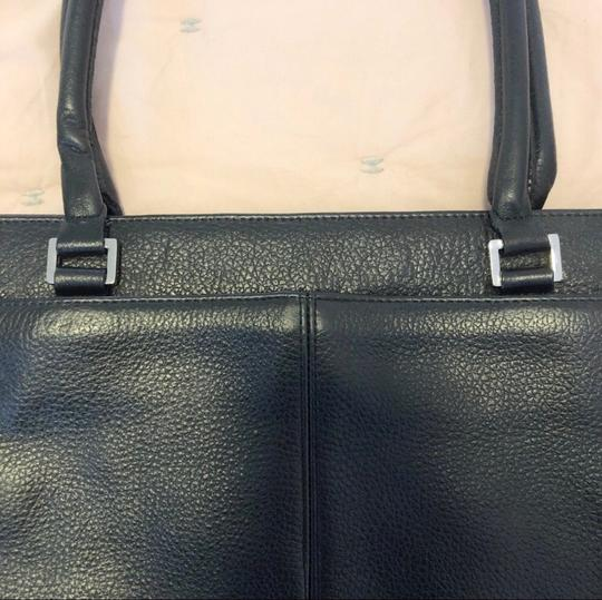 Express Tote in black Image 4