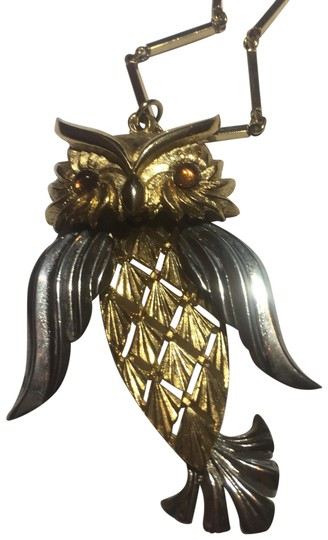 Preload https://img-static.tradesy.com/item/24925382/gold-moving-owl-chain-necklace-0-1-540-540.jpg