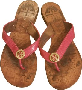 7807625e9eca Tory Burch Patent Hardware Summer Casual Pink Gold Sandals