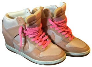 baaa7f732683 Women s Pink Nike Shoes - Up to 90% off at Tradesy
