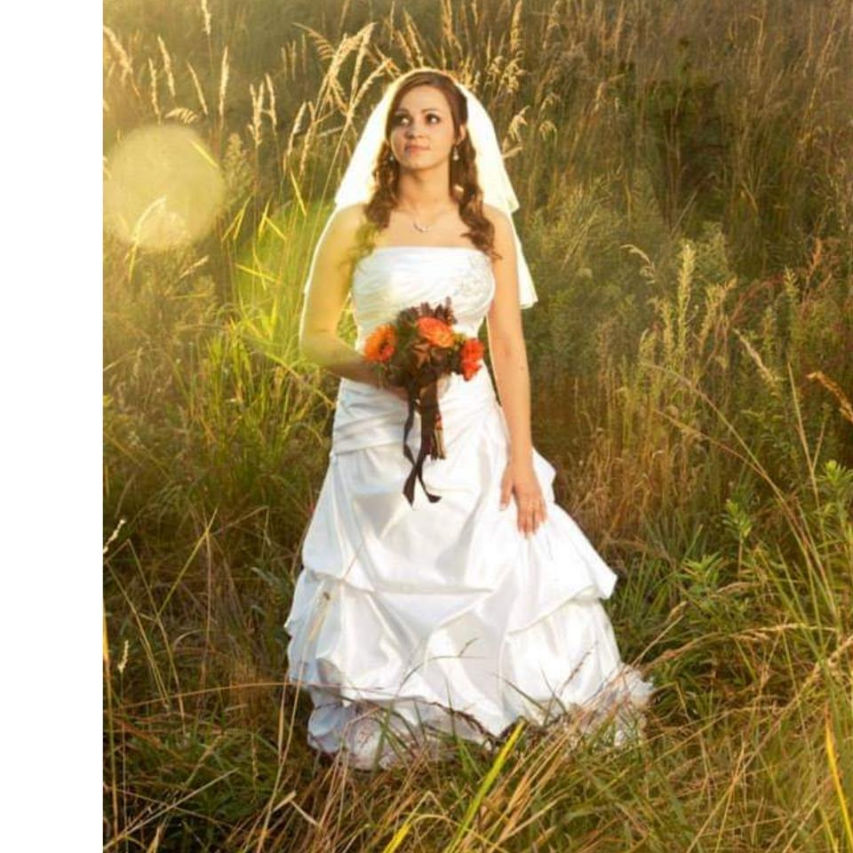 7b549b7d4cb Lord   Taylor White Satin Not Sure Traditional Wedding Dress. Street Size   10 ...
