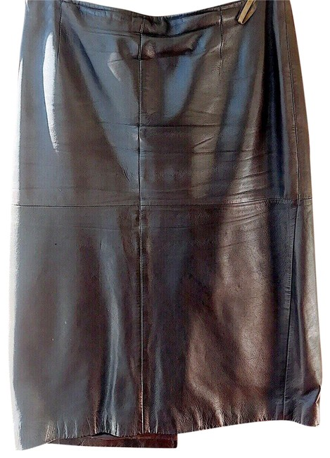 Preload https://img-static.tradesy.com/item/24929095/hugo-boss-brown-leather-skirt-size-8-m-29-30-0-1-650-650.jpg