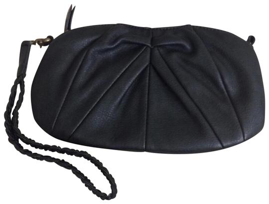 Preload https://img-static.tradesy.com/item/24929108/urban-outfitters-outfit-deena-and-ozzy-black-vegan-leather-wristlet-0-2-540-540.jpg