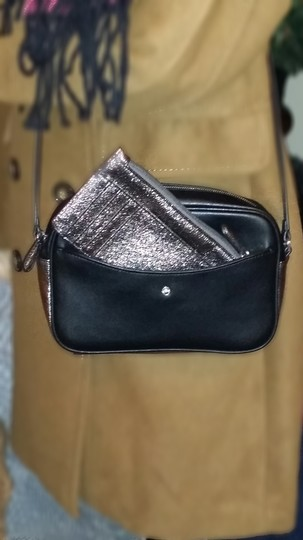 G.I.L.I. Cross Body Bag Image 1
