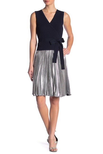 Item - Silver New with Tag Heavyn Pleated Metallic Skirt Size 4 (S, 27)